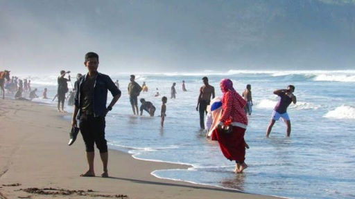 Pantai Selatan Yogyakarta Bergejolak, BNKG Kirim Peringatan Dini Gelombang Tinggi