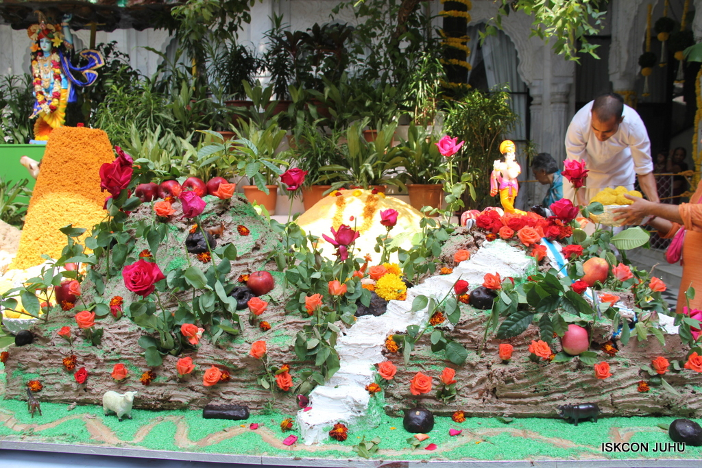 Govardhan Annakut Darshan  At ISKCON Juhu on 31st Oct 2016 (27)