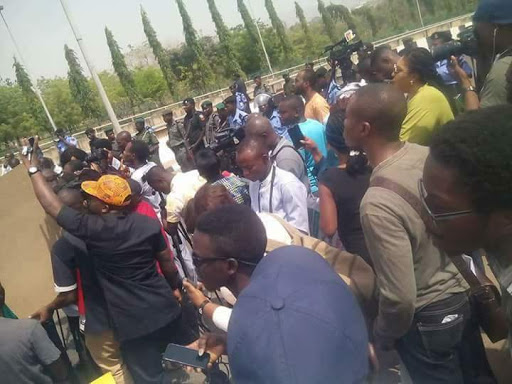 "Updates: ""I Stand With Nigeria"" Protesters in Nigeria Storms Aso Villa"