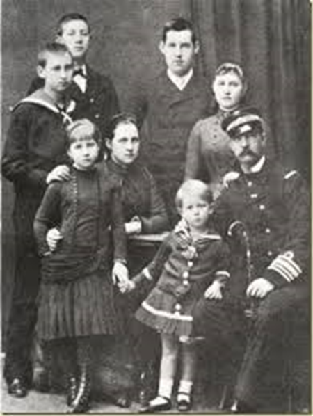 Olga y Jorge con seis de sus hijos[4]