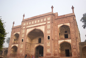 Western gate, Jahangir tomb