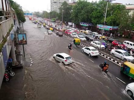 Οι χειρότερες βροχοπτώσεις των τελευταίων 77 ετών πλήττουν την πρωτεύουσα της Ινδίας
