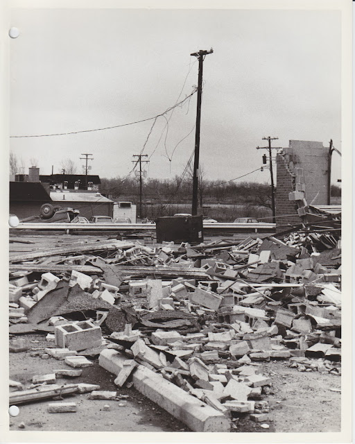 1976 Tornado photos collection - 128.tif