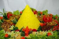 Cara membuat nasi kuning untuk tumpeng disertai sambal dan komplit dengan aneka lauk pauk RESEP NASI KUNING BUAT TUMPENG KOMPLIT
