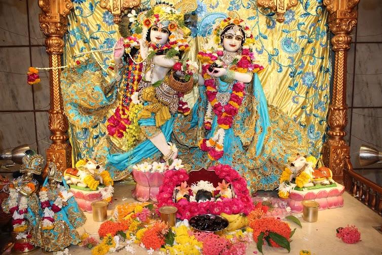 ISKCON Vallabh Vidyanagar Sringar Deity Darshan 23 April 2016 (10)