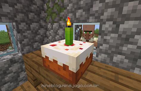 Bolo com uma vela verde acesa enquanto um aldeão observa