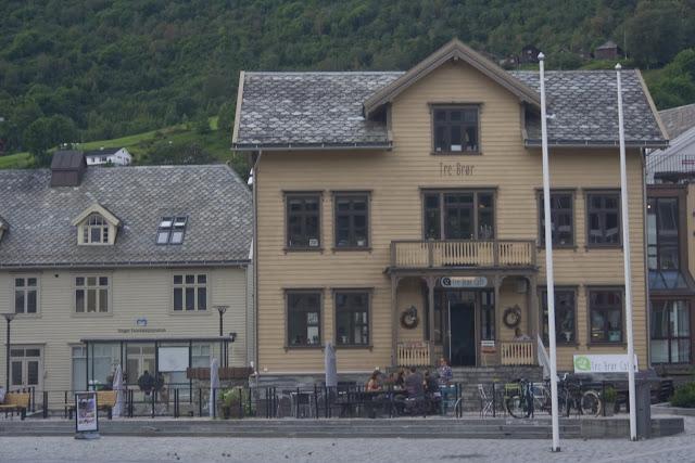 Casas en la calle principal de Voss, cómo no, de madera