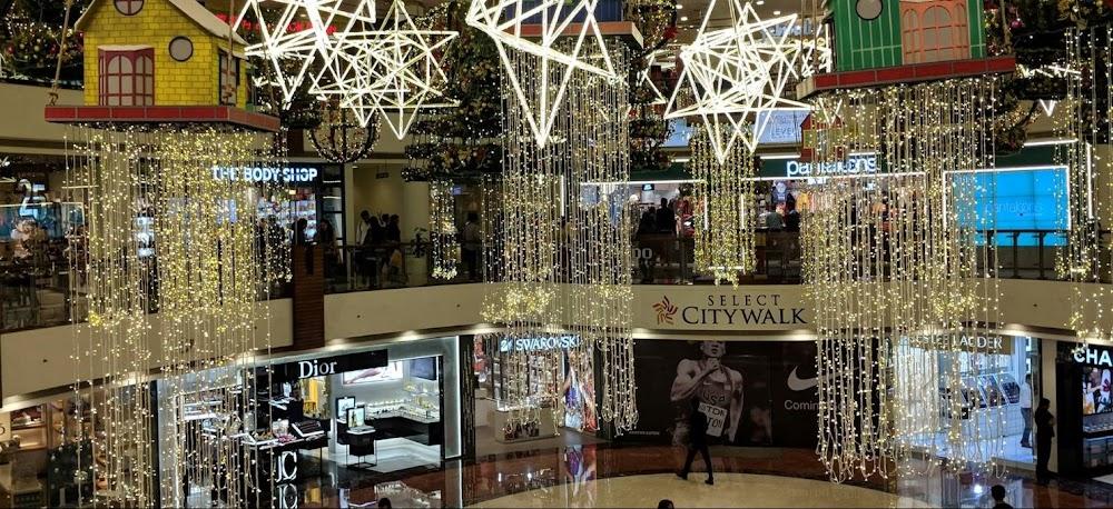 select_city_walk_saket_Christmas_display