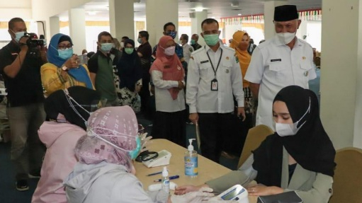 Gubernur Mahyeldi Ajak Institusi dan Lembaga Sukseskan Vaksinasi di Sumbar