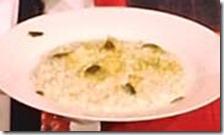 Risotto al pesto di zucchine arrostite e fiori di zucca