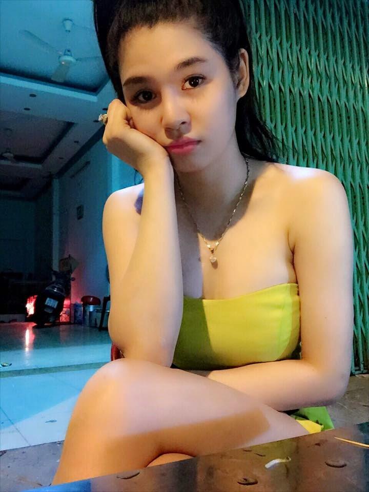 Hoa Hồng Đen - Nữ sinh xinh đẹp Vũng Tàu khoe vòng một siêu khủng P1