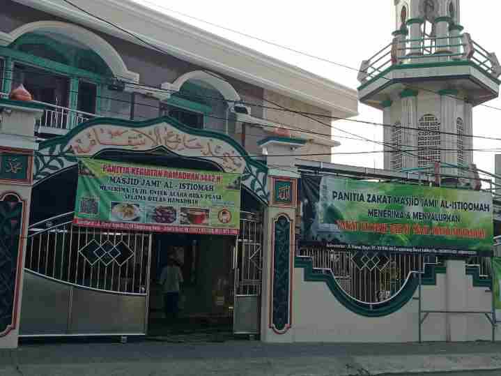 Mesjid Jami Al-Istiqomah Mengadakan Sholat Idul Fitri Berjamaah Mengikuti Protokol kesehatan Sesuai Dengan Anjuran Pemerintah