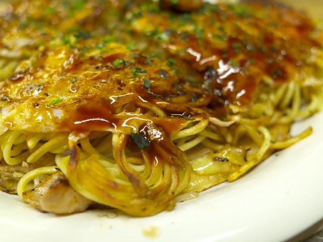 カリッと焼かれた麺の部分