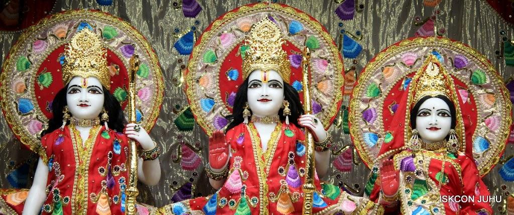 ISKCON Juhu Mangal Deity Darshan on 28th Aug 2016 (14)