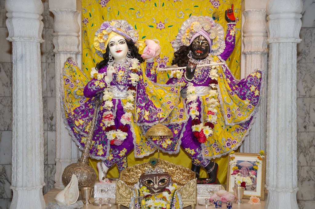 ISKCON New Govardhana Deity Darshan 22 Dec 2016 (1)