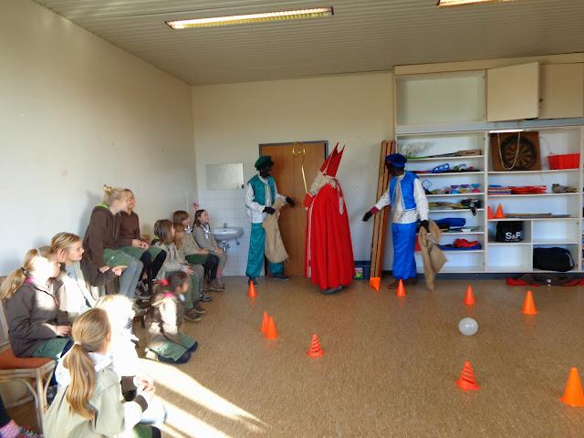 Sinterklaas op de scouts - 1 december 2013 - DSC00187.JPG