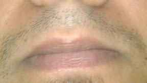 posisi bibir ketika ngucapin huruf 'M'