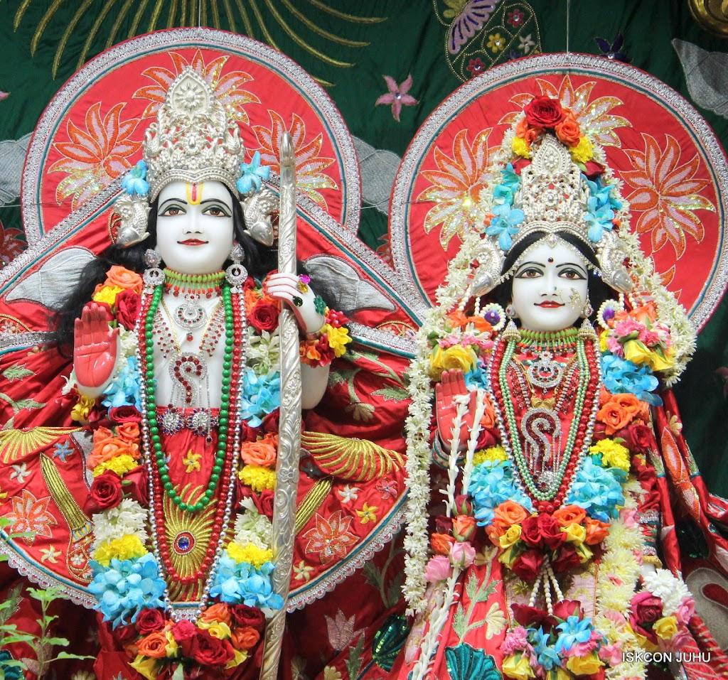 ISKCON Juhu Sringar Deity Darshan on 28th Aug 2016 (29)