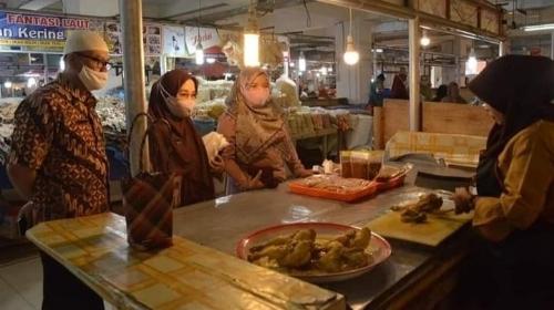 Harga Bawang Merah dan Daging Ayam Kampung Melonjak Naik