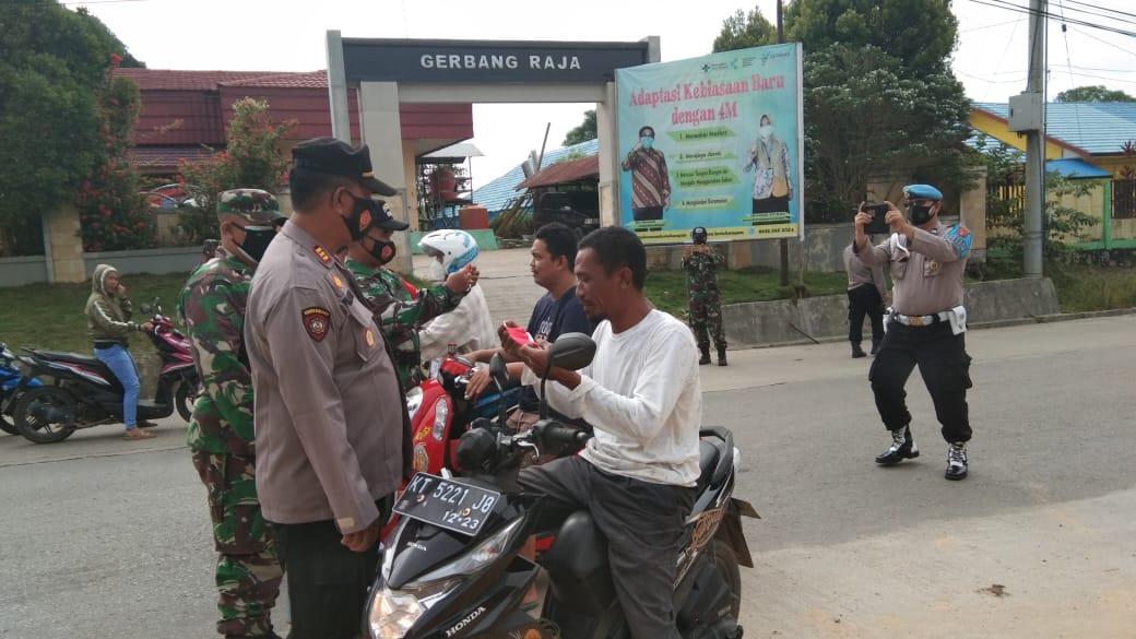 Sinergi Babinsa Koramil 0906/Kota Bangun bersama Aparatur Desa Gelar Gakplin Prokes