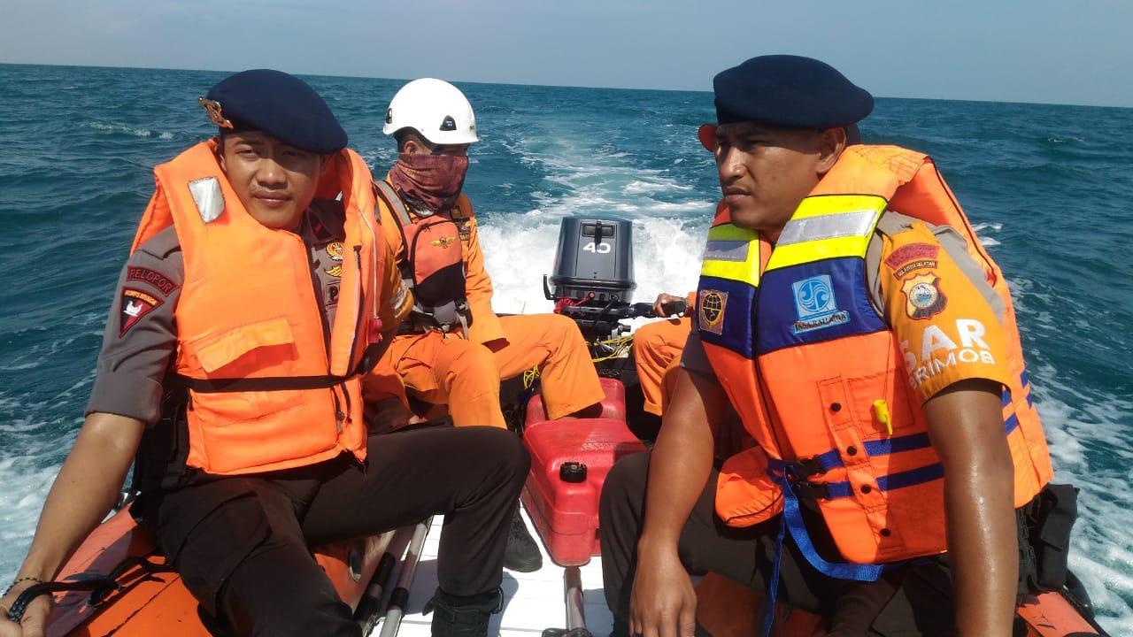 Tim SAR Gabungan Bone Lakukan Pencarian Orang Terjatuh di Kapal