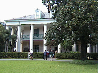 1060A_Southern_Mansion_Garden_-_New_Orleans