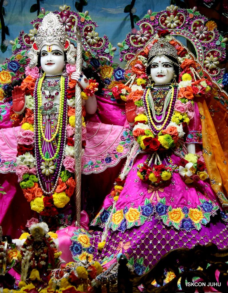 ISKCON Juhu Sringar Deity Darshan on 29th Sep 2016 (40)