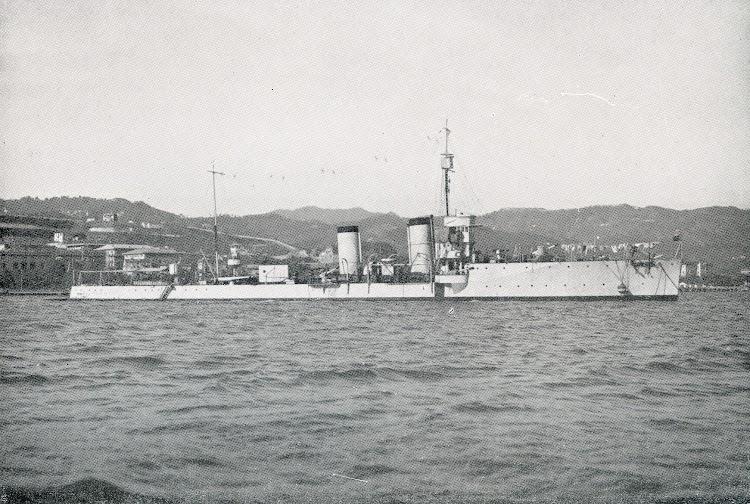 El G. PEPE en 1930. Observese al centro del buque la caseta donde se instalo el estabilizador giroscopico. Del libro de referencia.jpg