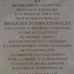 Siège du Parti communiste français : plaque de commémoration des brigades internationales