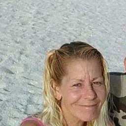 user Tina Manes apkdeer profile image
