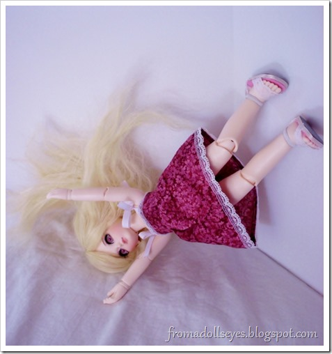 Ball jointed doll falling over and other bloopers.