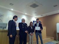 Entrega de certificados a lis alumnos de la EIPGranada que colacoraron en el Patrón de la Policía Nacional
