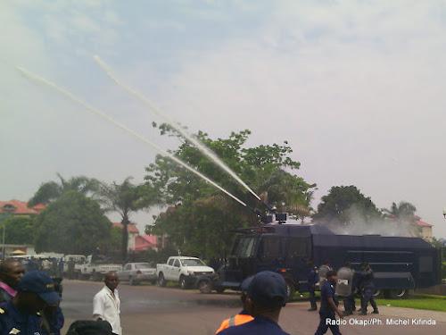 """Résultat de recherche d'images pour """"camion la police rdc"""""""