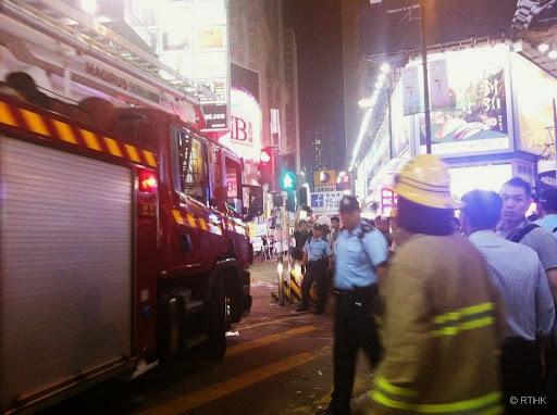 怡和街招牌起火惹警員與佔中人士爭論
