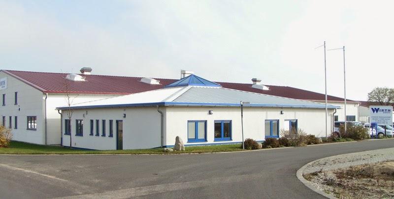 Verwaltungsgebäude mit Zeltdach Aurachtal