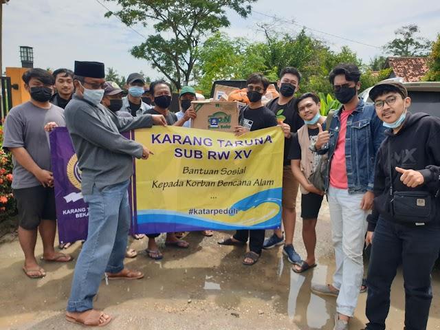 Karang Taruna RW 15 Bekasi Jaya Salurkan Bantuan Untuk Korban Banjir Muara Gembong