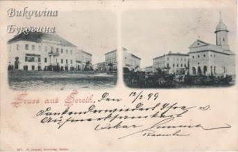 Photo: Колишня ратуша (споруджена в 1826 році) та церква  Різдва Іоанна Хрестителя (споруджена князем Ștefan Petriceicu в 1672--1684 роках). Фото 1898 року.