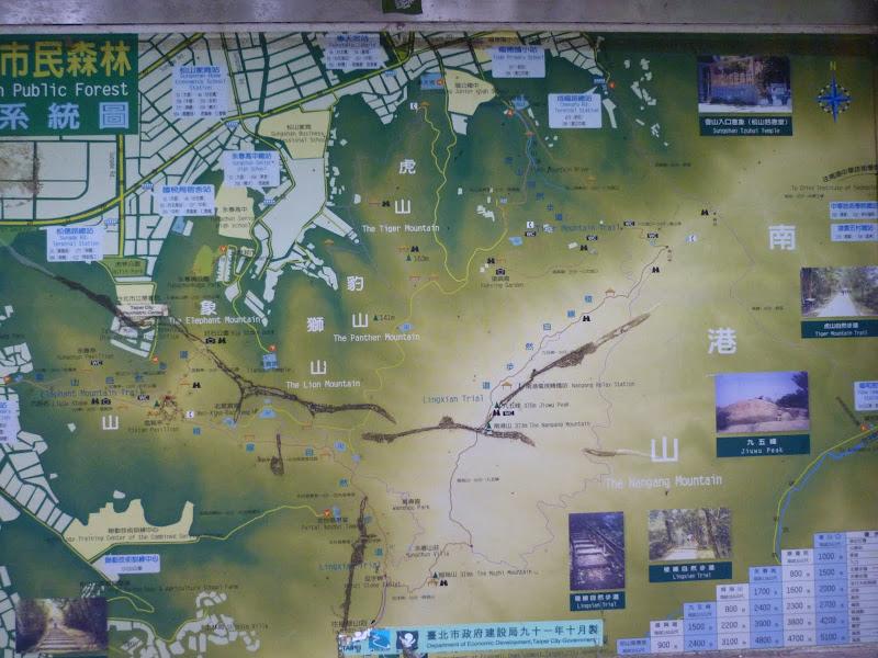 Taipei. Si Shou shan, en plein coeur de Taipei. Accès par un chemin bien plus sauvage. - P1240830.JPG