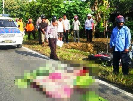 Berita foto Sinar Ngawi hari ini adalah kecelakaan antara Honda beat dan truk tangki semen curah