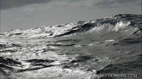 Arriva il fronte, monta il mare. Grigiume.