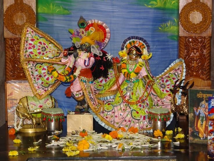 ISKCON Nigdi Deity Darshan 17 Dec 2015 (14)