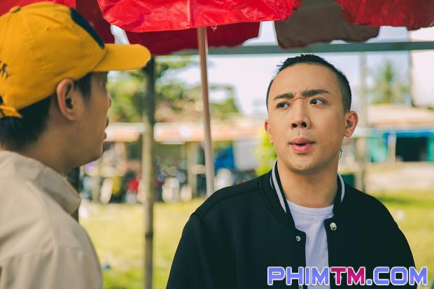 Trấn Thành tạo nét cùng Kiều Minh Tuấn trên phim trường Nắng 2 - Ảnh 6.