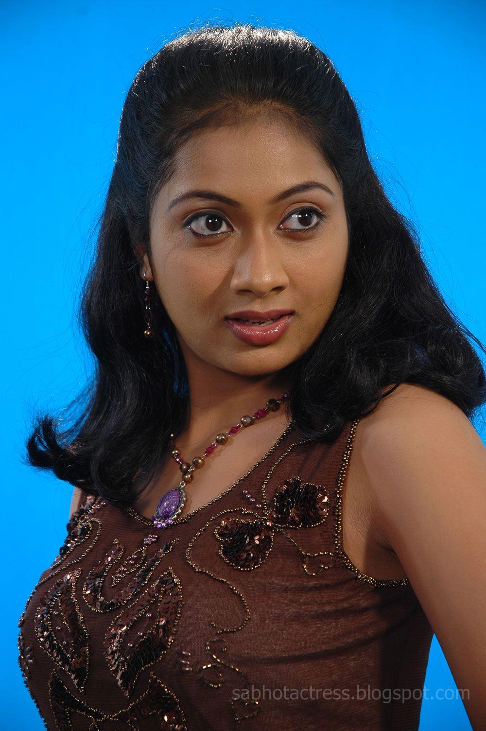 Kushboo Tamil Hot Cheap udayathara hot and sexy photo shoot stills in half saree and