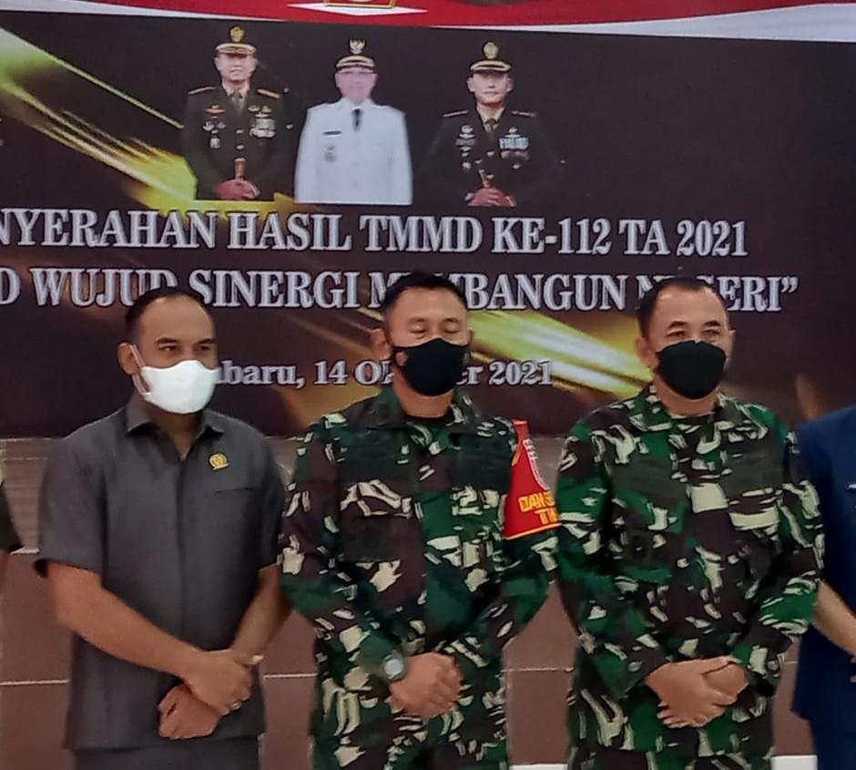 Ketua DPRD Kotabaru Hadiri Penutupan TMMD ke 112
