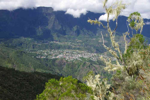 Descente du col de Taïbit. Vue sur Cilaos