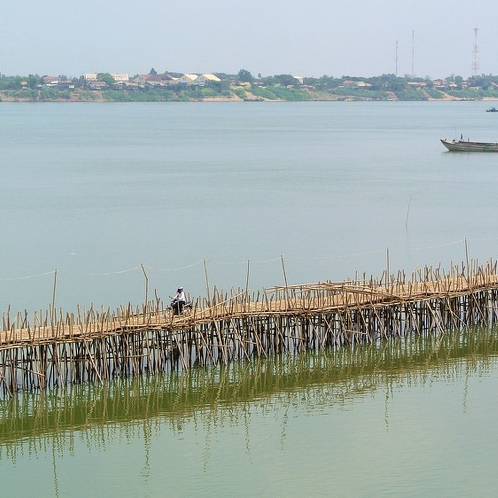 The Bamboo Bridge of Kampong Cham That is Built And Dismantled Every Year