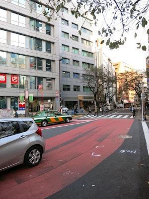 渋谷の246の歩道橋を渡った桜丘方面