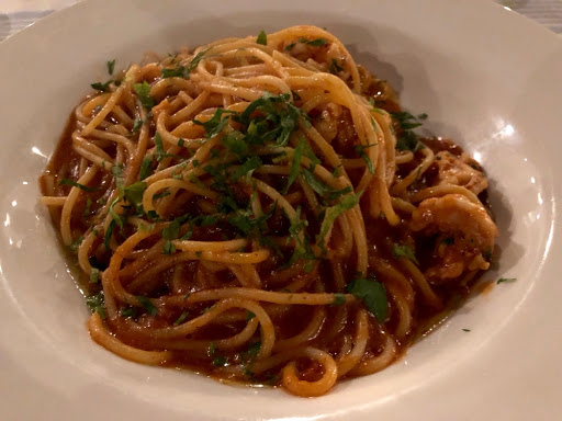 Spaghetti with garlic and sautéed shrimps