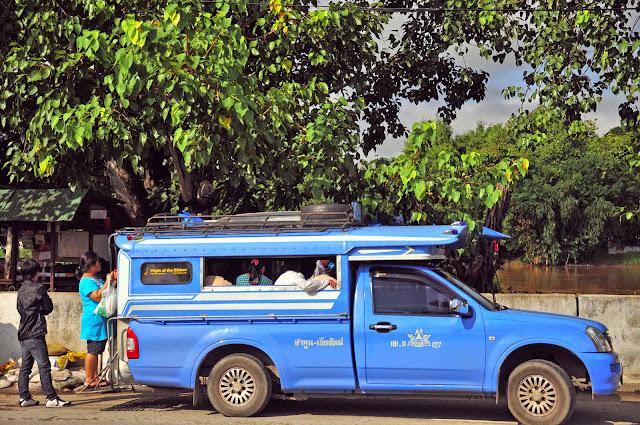 Resultado de imagen de transportes en tailandia songthaew