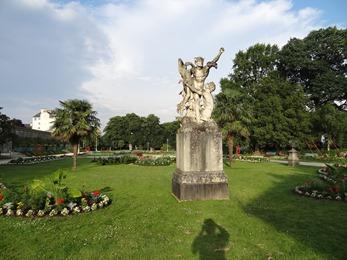 2018.07.01-110 statue dans le parc du Thabor